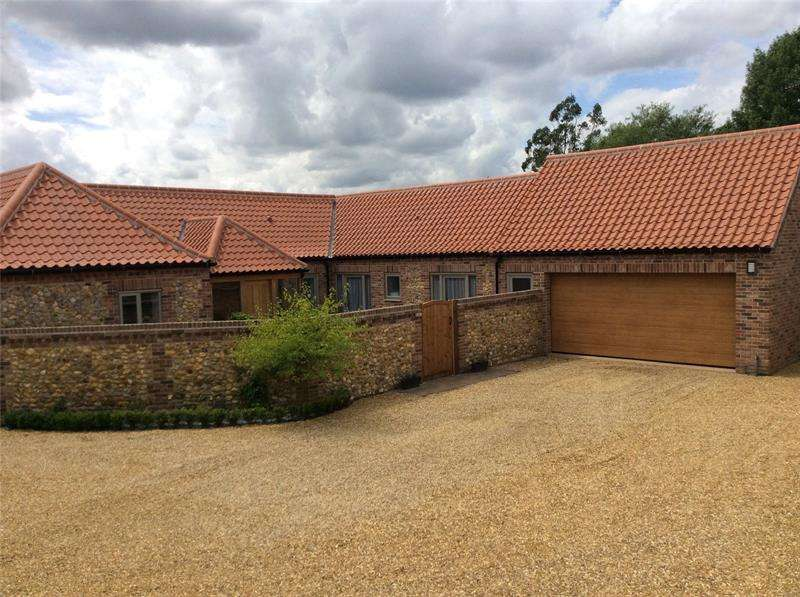 3 Bedrooms Bungalow for rent in The Green, Boughton, King's Lynn, PE33