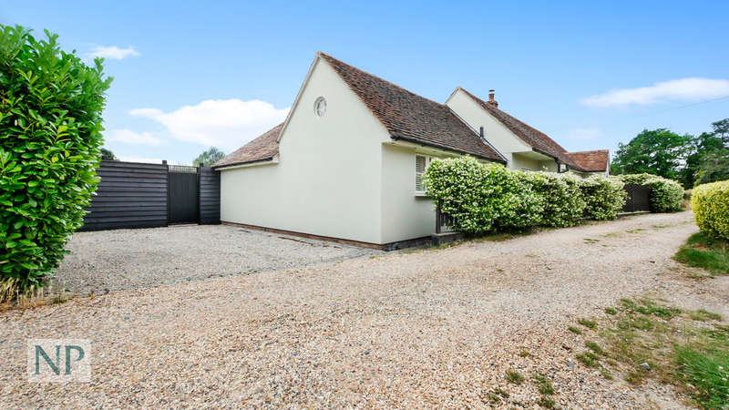 3 Bedrooms Detached Bungalow for sale in The Avenue, West Bergholt