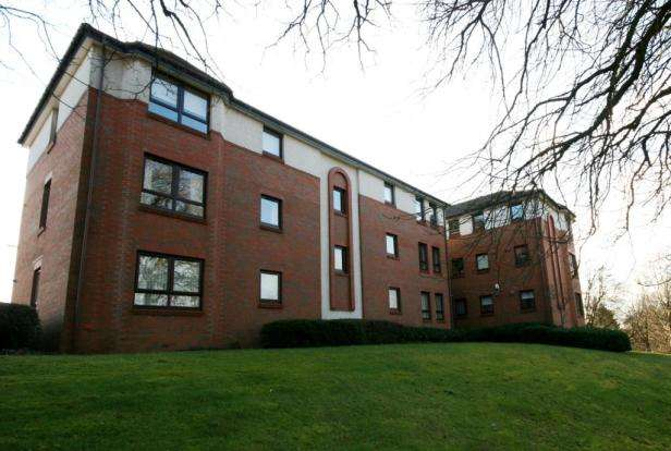 2 Bedrooms Flat for rent in Fairways View, Hardgate, Clydebank, G81 5PW