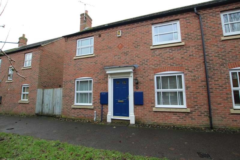 2 Bedrooms Semi Detached House for rent in Wixon Path, Aylesbury