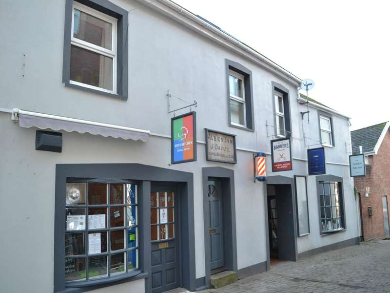 2 Bedrooms Flat for rent in Albion Arcade, Mill Street, Carmarthen