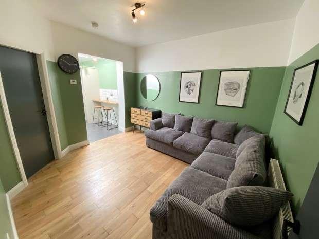 5 Bedrooms Terraced House for rent in Fylde Road, Preston, PR2