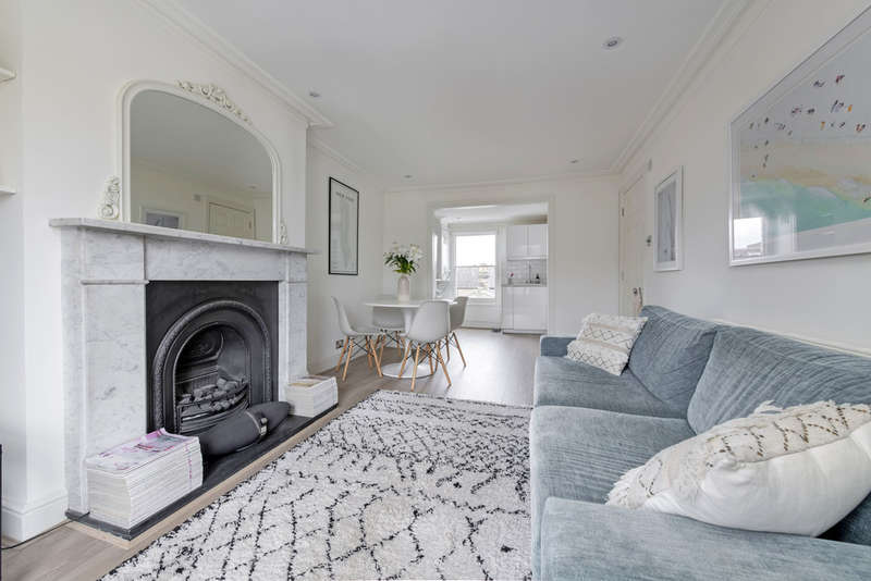 2 Bedrooms Flat for sale in Shelgate Road, London, SW11
