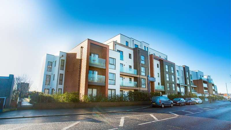 2 Bedrooms Flat for sale in Sutton Road, Southend on Sea, Essex, SS2 5GD