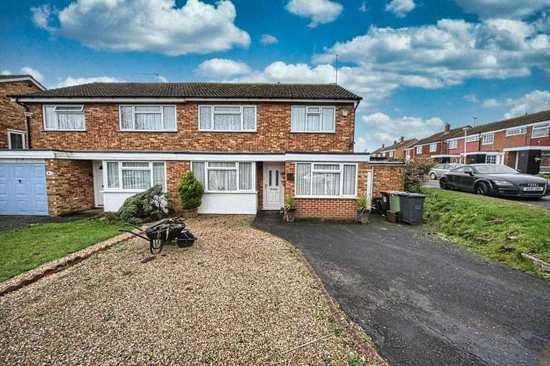 3 Bedrooms Semi Detached House for sale in Birchside, Dunstable