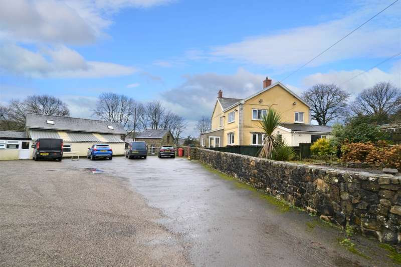 5 Bedrooms Detached House for sale in Tycroes CARMARTHENSHIRE