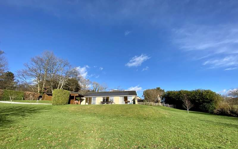 2 Bedrooms Detached Bungalow for sale in West Ogwell, Devon
