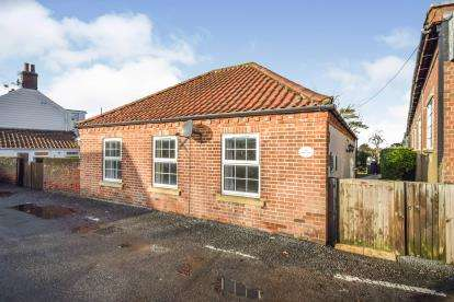 2 Bedrooms Bungalow for sale in Ludham, Gt. Yarmouth, Norfolk