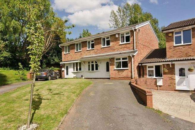 3 Bedrooms Semi Detached House for sale in Gurnard Close, Willenhall, West Midlands, WV12