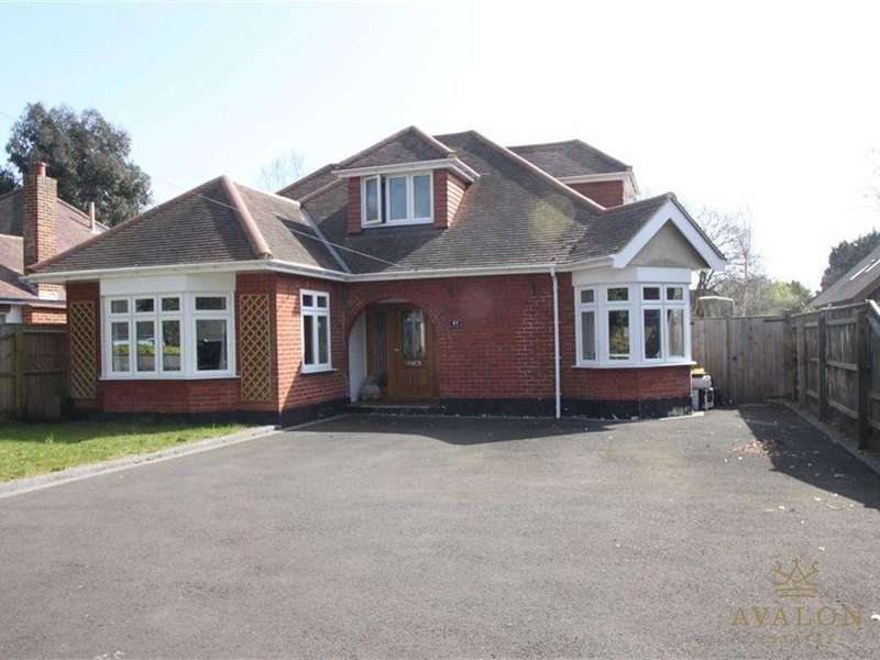 3 Bedrooms Detached House for sale in The Grove, BH23