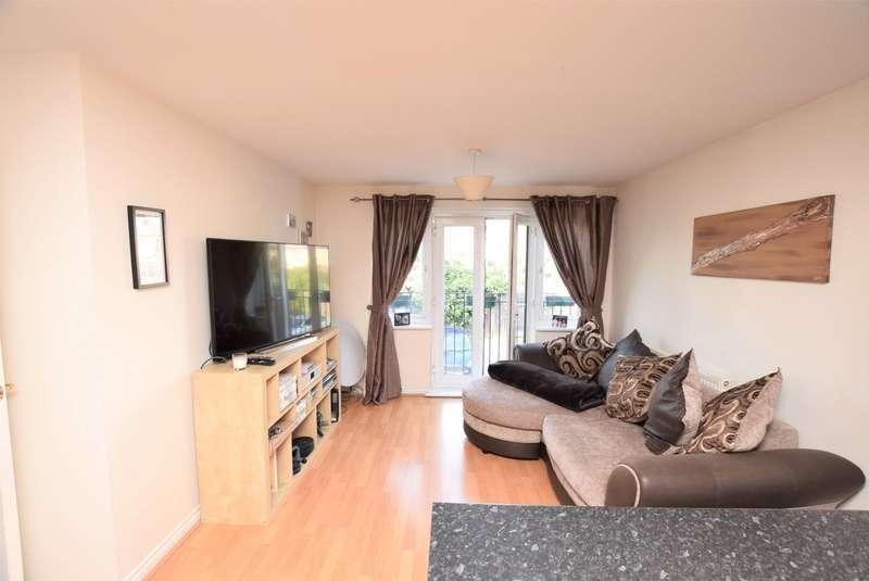 2 Bedrooms Flat for sale in Plover House, Capstan Drive, Rainham, RM13