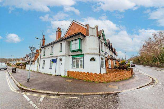 3 Bedrooms End Of Terrace House for sale in Eggars Hill, Aldershot, Hampshire