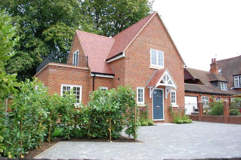 3 Bedrooms Detached House for sale in London Road, Welwyn