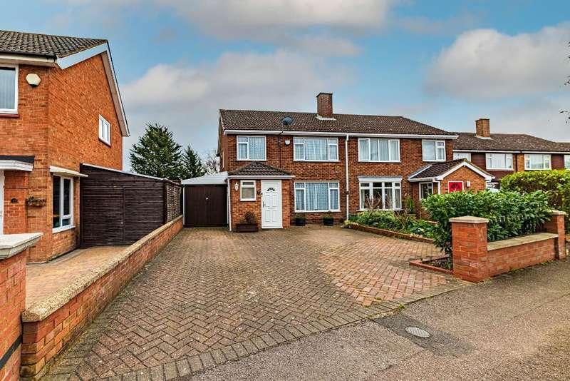 3 Bedrooms Semi Detached House for sale in Linnet Way, Bedford, MK41 7HN
