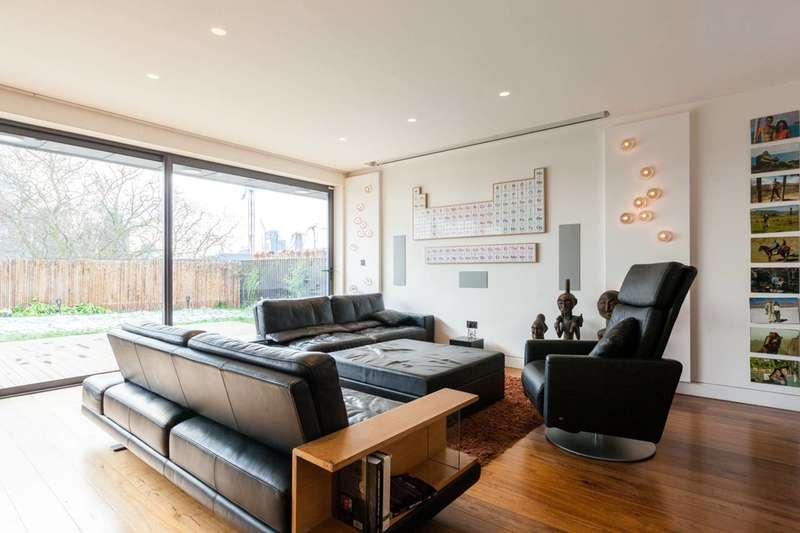 3 Bedrooms Flat for rent in Hoxton Square, Hackney, N1