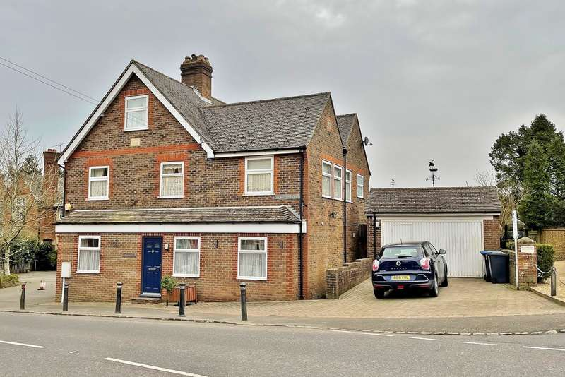 6 Bedrooms Detached House for sale in Turners Hill
