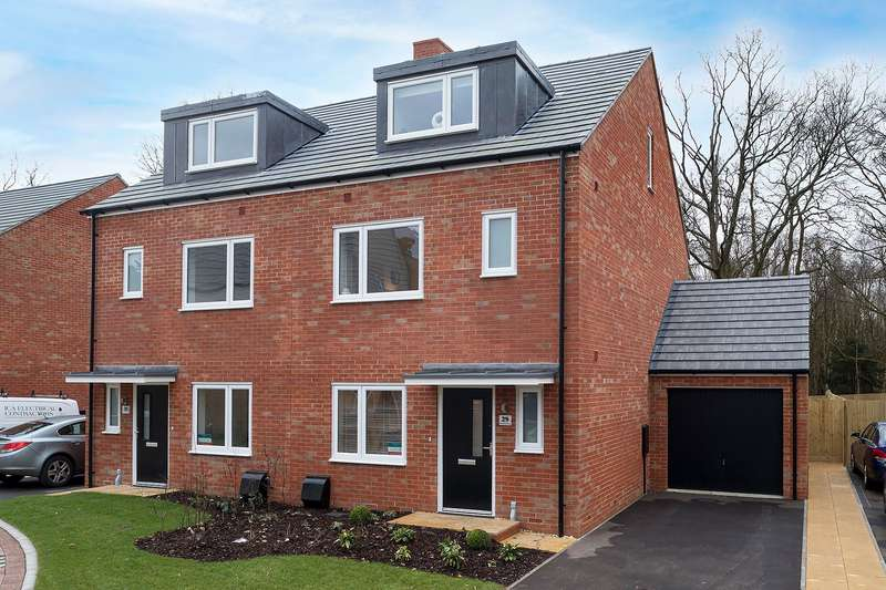 4 Bedrooms Semi Detached House for sale in Hartland Road, Rowtown, Surrey, KT15