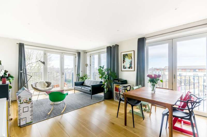 3 Bedrooms Flat for sale in Hidcote Apartments, Clapham Junction, SW11