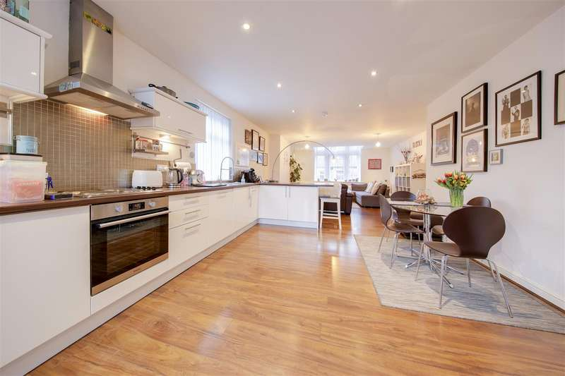 2 Bedrooms Town House for sale in Bacup Road, Waterfoot, Rossendale