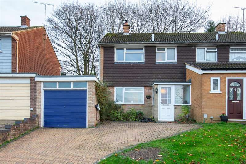 3 Bedrooms Semi Detached House for sale in Derwent Drive, Dunstable