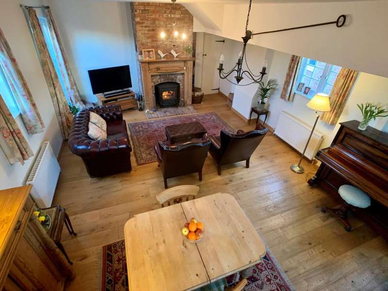 3 Bedrooms Detached House for sale in The Close, Charlton Marshall, Blandford Forum, DT11 9PA