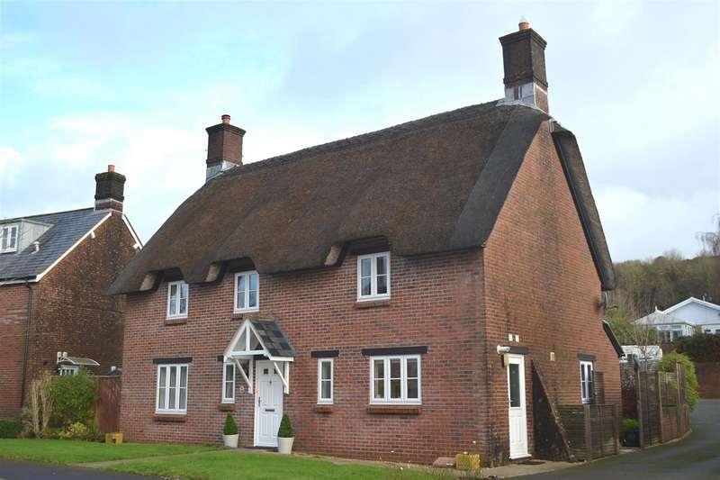 4 Bedrooms Detached House for sale in Harveys Close, Maiden Newton, Dorchester