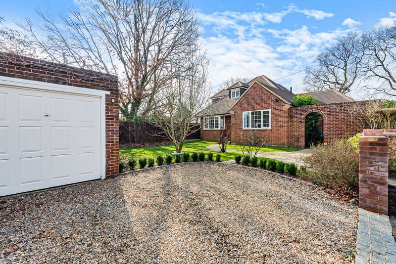 5 Bedrooms Detached House for sale in Little Orchard, Woodham, Surrey, KT15