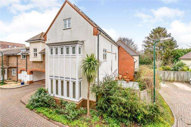 4 Bedrooms End Of Terrace House for sale in Pears Grove, Southbourne, West Sussex
