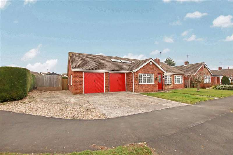 4 Bedrooms Bungalow for sale in Mill Moor Way, North Hykeham, North Hykeham