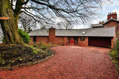 4 Bedrooms Bungalow for sale in Grove House Drive, Gilesgate, Durham, DH1