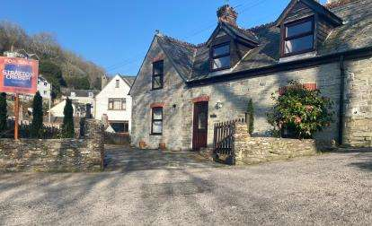 2 Bedrooms Detached House for sale in Looe, Cornwall, .