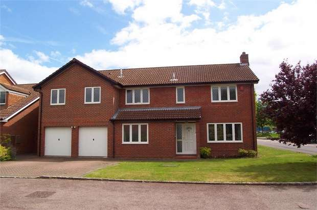 5 Bedrooms Detached House for sale in Caswall Close, Foxley Fields, Binfield, Berkshire
