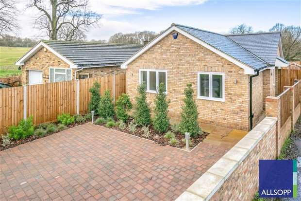 3 Bedrooms Bungalow for sale in Queens Road, Harpenden