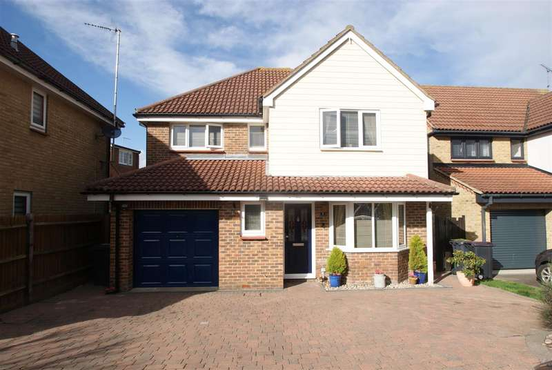 4 Bedrooms Detached House for sale in Kingfisher Crescent, Rayleigh