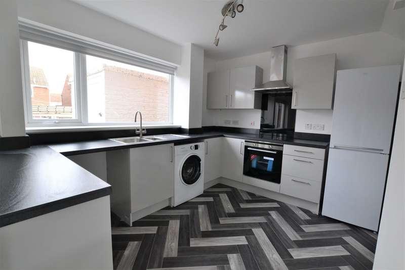 3 Bedrooms Semi Detached House for sale in Kelly Road, Hebburn, Tyne & Wear