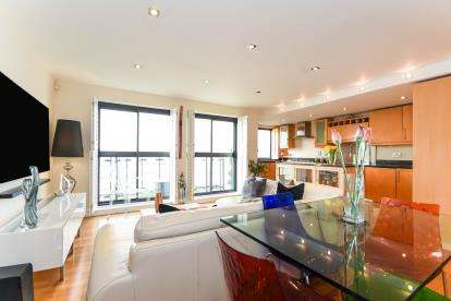 2 Bedrooms Flat for sale in 2 Crowstone Avenue, Chalkwell, Essex