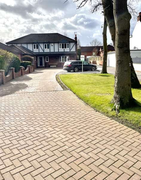 4 Bedrooms Detached House for sale in Hatchell Drive, Doncaster, South Yorkshire, DN4