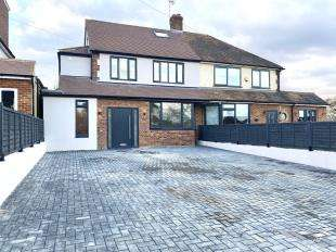 5 Bedrooms Semi Detached House for sale in Burton Close, Chessington, Surrey
