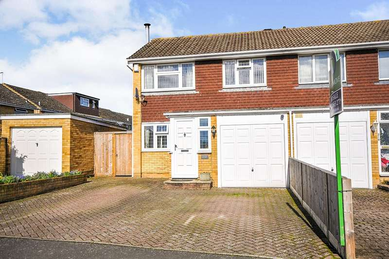 4 Bedrooms Semi Detached House for sale in Claremont Road, Hextable, Kent, BR8