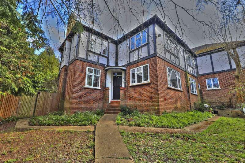 5 Bedrooms Detached House for sale in Southill Lane, Pinner, HA5