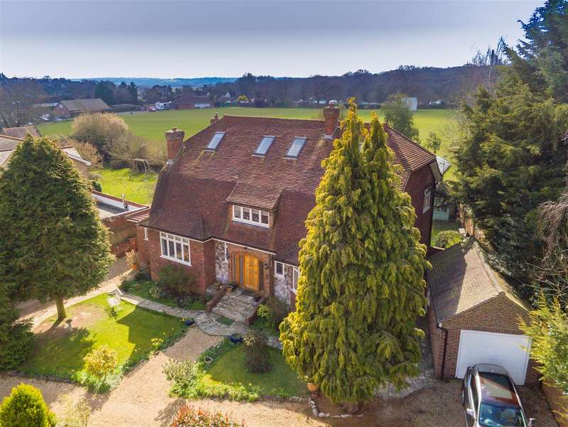 5 Bedrooms Detached House for sale in The Green, Theydon Bois