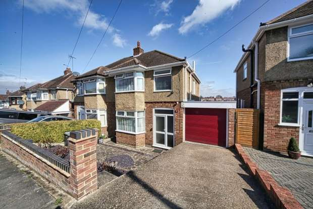 3 Bedrooms Semi Detached House for sale in Walcot Avenue, Luton, Bedfordshire, LU2 0PP