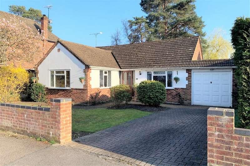 3 Bedrooms Detached Bungalow for sale in Ridgeway Close, LIGHTWATER, Surrey