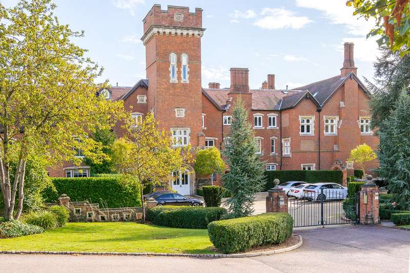 3 Bedrooms Apartment Flat for sale in Cucumber Lane, Essendon, Hatfield