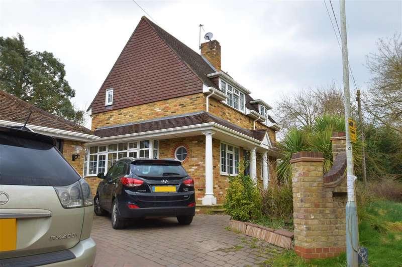 3 Bedrooms Detached House for sale in Hills Lane, Northwood, HA6