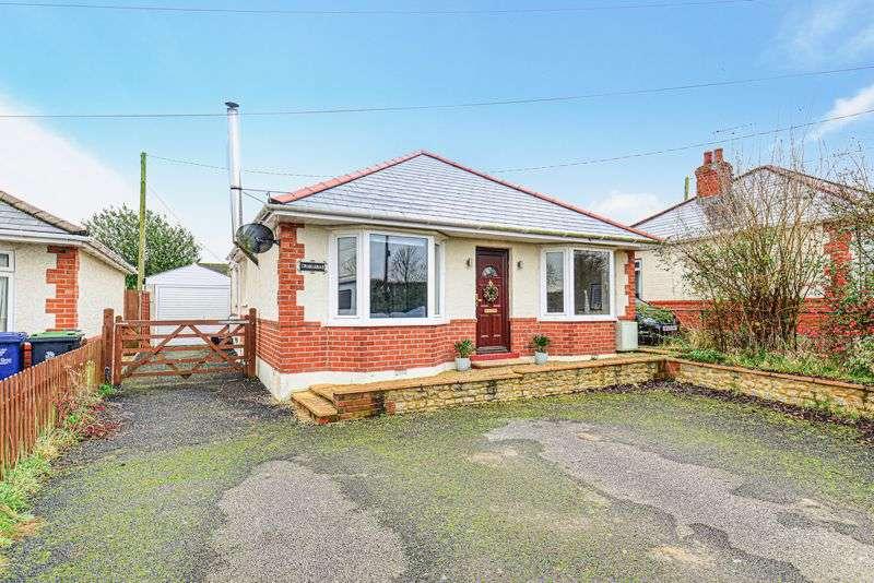 3 Bedrooms Property for sale in Wavering Lane West, Gillingham, SP8