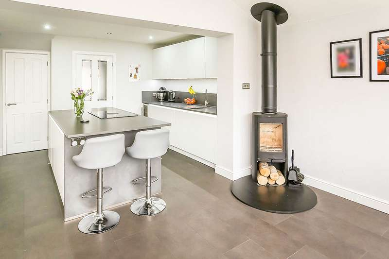 4 Bedrooms Detached House for sale in Cabin Lane, Oswestry, Shropshire, SY11