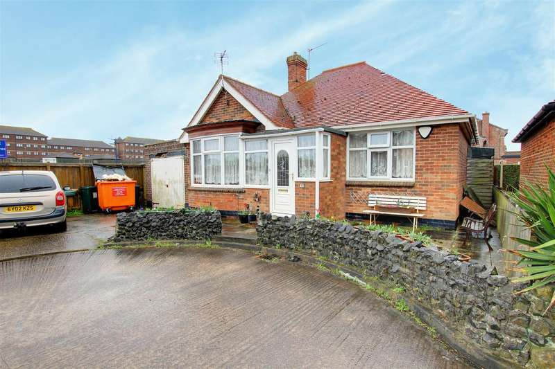 3 Bedrooms Detached Bungalow for sale in Newstead Road, Mablethorpe