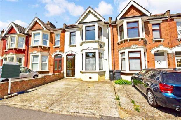 4 Bedrooms Terraced House for sale in Perth Road, Ilford, IG2