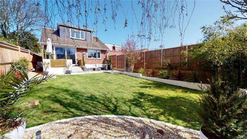 2 Bedrooms Detached House for sale in Manor Road, North Lancing, West Sussex, BN15